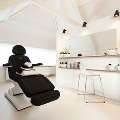 Nice and trendy treatment room Clinic Interior Design, Spa Interior, Clinic Design, Home Beauty Salon, Beauty Salon Interior, Beauty Treatment Room, Spa Room Decor, Facial Room, Esthetician Room