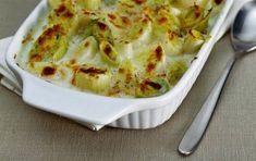 Porri gratinati con fonduta di montasio - Ricetta per i porri gratinati con fonduta di montasio, un piatto gustoso a base di verdure e di montasio, un formaggio DOP e tipico del Friuli, con il quale si può realizzare una fonduta dal sapore inimitabile.