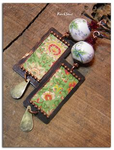 Vintage earrings -Bohemian ~Escale in Cambodia~ Asian Motif green and red on patina copper -Czech bead -Chinese porcelain-sequin How To Make Earrings, Diy Earrings, Vintage Earrings, Earrings Handmade, Handmade Jewelry, Fabric Jewelry, Jewelry Art, Jewelry Ideas, Broken China Jewelry