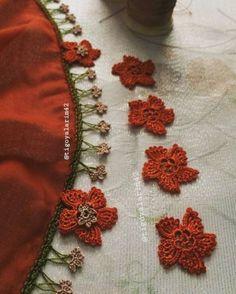 Neck Designs For Suits, Crochet Flowers, Brooch, Tulum, Jewelry, Crochet Edgings, Jewlery, Bijoux, Crocheted Flowers