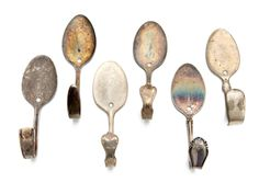 Whimsical and practical wall hooks. Basilicus Jones Vintage Teaspoon Wall Hooks (Set of Diy Wall Hooks, Spoon Hooks, Home Crafts, Diy Crafts, Rustic Crafts, Trash To Treasure, Reno, Alter, Creations