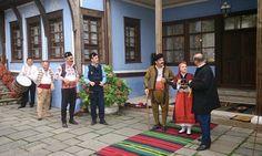 Дядо Либен и Хаджи Генчо посрещат гости в Стария Пловдив