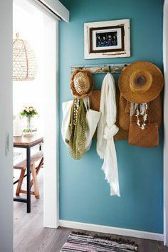 mur bleu, peinture murale, mur de couleur bleu ciel, couleur turquoise, peintures