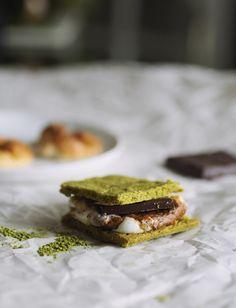 Matcha Shortbread S& Soft rich matcha shortbread s'mores! Fun Desserts, Dessert Recipes, Matcha Dessert, Something Sweet, Vegan Dishes, Shortbread, Cravings, Sweet Tooth, Sweet Treats