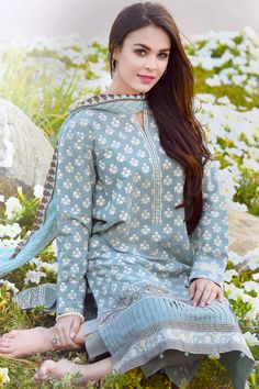 Best 12 Casual qameez – Page 679973243715391392 – SkillOfKing. Simple Pakistani Dresses, Pakistani Fashion Casual, Pakistani Dress Design, Pakistani Outfits, Indian Dresses, Indian Outfits, Indian Fashion, Pakistani Girl, Stylish Dresses For Girls