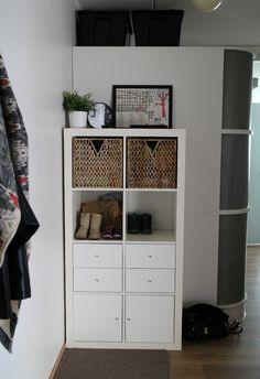 minimalisti ratkaisu pieneen tilaan - Google-haku Entryway, Google, Closet, Life, Furniture, Home Decor, Entrance, Armoire, Decoration Home