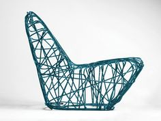 The Knot armchair is made of fiberglass rope and synthetic resin. The rope wrapped around solid shape creates chaotic and light structure.