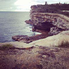 Au Sydney harbour national park gap bluff ou se trouve l'entrée dans la baie de Sydney du côté de l'océan #australie #sydney #parc #baie #nature #océan #OcéanPacifique #pacifique