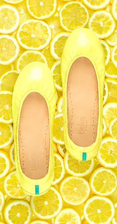 When life gives you Lemon Patent Tieks. OST perfect pair of Tieks ever! I need these in my life Cute Shoes, Me Too Shoes, Tieks Ballet Flats, Tieks Shoes, Tieks By Gavrieli, Yellow Flats, Thing 1, Shades Of Yellow, Lemon Yellow
