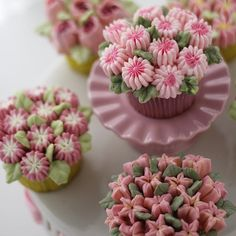 Muffin decorations with our new Decora Nozzles! Find out our products on www.decora.it #nozzle #cupcakecream #cupcakeshop #bake #cakeshoponline #cake #cakes #cakedesign #cakeart #cakelove #cakedesigner #cakedesign #cakeartist #bakery #food #russiantips #nozzle #buttercreamcakes #buttercream #buttercookies #muffin #muffintops #cupcakestagram