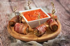 Chiftelute in bacon Charcuterie Meats, Tasty, Yummy Food, Carne, Bacon, Delicious Food, Good Food