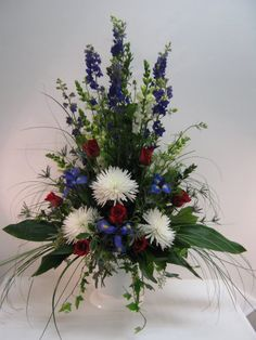 Red white and blue patriotic floral arrangement. Grave Flowers, Altar Flowers, Cemetery Flowers, Church Flowers, Funeral Flowers, Arrangements Funéraires, Funeral Floral Arrangements, Church Flower Arrangements, Funeral Sprays