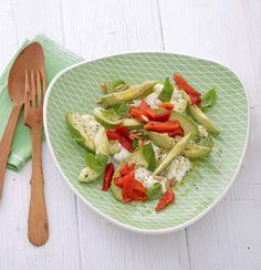 Avocado mit Mozzarella und gegrillter Paprika Rezept - ESSEN & TRINKEN