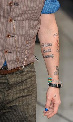 Johnny Depp S Tattoos Tell The Story Of His Life Find Out More Johnny Depp Tattoos Johnny Depp Johnny