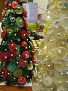 Button Christmas Trees (Cone shape styrofoam, buttons, and push pins) Christmas Tree Crafts, Rustic Christmas, Christmas Projects, Winter Christmas, Holiday Crafts, Holiday Fun, Christmas Holidays, Christmas Decorations, Christmas Ornaments