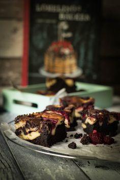 super lecker und einfach zu backen sind diese Himbeer Cheesecake Brownies aus Lomelinos Backen