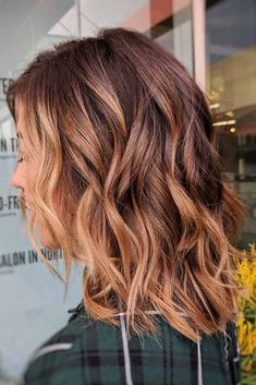 A medium length layered hair style is a great choice as it is flattering for any woman. See our collection of stylish hairstyles to pick the best for you. #mediumlengthhairstyles #mediumlayeredhair #hairstyles