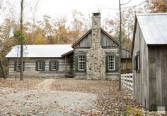 House Tour: Chic Sewanee Cabin Style - exterior idea for ranch home Cabin Homes, Log Homes, Design Loft, House Design, Ideas De Cabina, Log Cabin Designs, Cabin In The Woods, Cabins And Cottages, Log Cabins