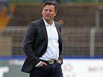 """Darmstadt 98 sucht nach dem durchwachsenen Saisonstart weiter nach Konstanz. Bei zwei Tests konnte Trainer Kosta Runjaic viel ausprobieren. Nun setzen die Lilien auf den """"Klick"""" und einen gestandenen Rückkehrer."""