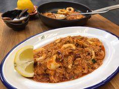 Καλαμάρι με ρύζι από την Αργυρώ Μπαρμπαρίγου | Μία παραδοσιακή συνταγή από τα νησιά του Αιγαίου, εύκολη γρήγορη και πεντανόστιμη.