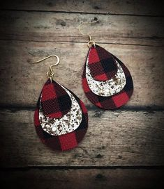 Diy earrings - Image of Gold&Buffalo Plaid Faux Leather Dangles buffaloplaid redbuffaloplaid fauxleather earrings gold christmas accessories glam handmade girly jewelry Diy Leather Earrings, Diy Earrings, Leather Jewelry, Earrings Handmade, Gold Earrings, Teardrop Earrings, Leather Art, Flower Earrings, Mason Jar Crafts