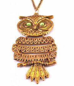 Opvallende bronzen uilenketting met stralende groene ogen. De uil is 9,5 cm en de ketting 60 cm.  €9,95