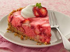 outrageous strawberry pie Three different strawberry ingredients pack sensational flavor into a refreshingly delicious pie with a cereal-pretzel crust. Köstliche Desserts, Delicious Desserts, Dessert Recipes, Yummy Food, Dessert Healthy, Strawberry Pie, Strawberry Recipes, Raspberry, Cake Candy