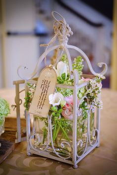 Vintage wedding centrepiece - by Bits and Blooms Inc.