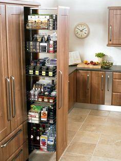 Выдвижной шкаф практичен даже для кухни в 5 кв м.