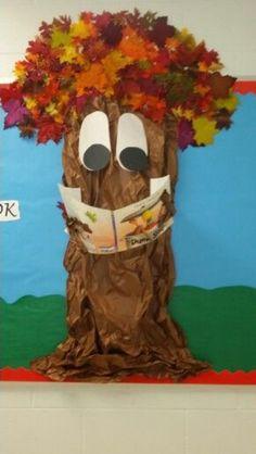 My reading tree creation - fall Fall Classroom Decorations, School Door Decorations, Class Decoration, Classroom Displays, School Projects, Art Projects, Reading Tree, Tree Study, School Doors