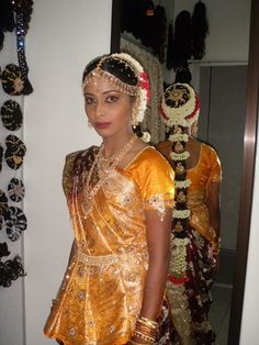 South Indian Bride Hairstyle, Indian Flowers, Bride Hairstyles, Indian Girls, Sari, Fashion, Hairstyles For Brides, Saree, Moda