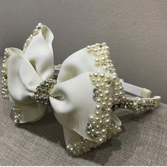 Tiara luxo combinação perfeita de pérolas e strass ✨✨ #lazosdelu #strass #meninas #luxo #tiara #abc #primeiraeucaristia #casamento #gorgurão