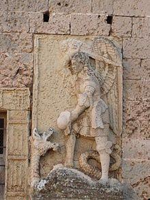 San Michele Arcangelo: Iconografia Garden Sculpture, Lion Sculpture, Kunst Online, Saint Michel, Celestial, St Michael, Ancient Civilizations, Saints, Christian