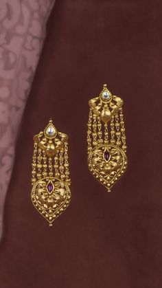 Jewelry OFF! Intricately handcrafted earrings with beads of gold Gold Jhumka Earrings, Indian Jewelry Earrings, Silver Jewellery Indian, Jewelry Design Earrings, Gold Earrings Designs, Gold Jewellery Design, Gold Jewelry, Kundan Bangles, Gold Bangles