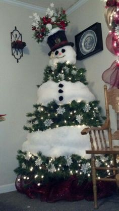 Snowman Christmas tree - how adorable! I would love to do a christmas tree like this . Funny Christmas Tree, Creative Christmas Trees, Christmas Tree Themes, Christmas Snowman, Winter Christmas, All Things Christmas, Christmas Tree Decorations, Christmas Time, Christmas Ornaments