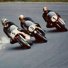Legends in formation. Cafe Racing, Road Racing, Valentino Rossi, Motorcycle Racers, Flying Ace, Motor Scooters, Mv Agusta, Racing Motorcycles, Vintage Racing