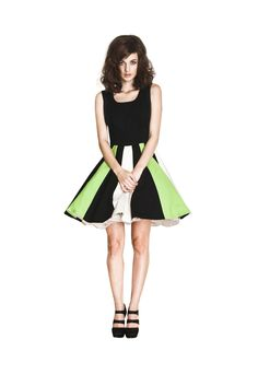 ALICIA TOMZAK: A MILLION LOOKS WITH ONE DRESS!  http://www.greenpebblesblog.com/2013/03/alicia-tomzak-million-looks-with-one.html