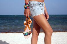 Hecho en México. Si quieres saber más sobre estos hermosos accesorios bordados 100% yucatecos, visita: lolkina.com/