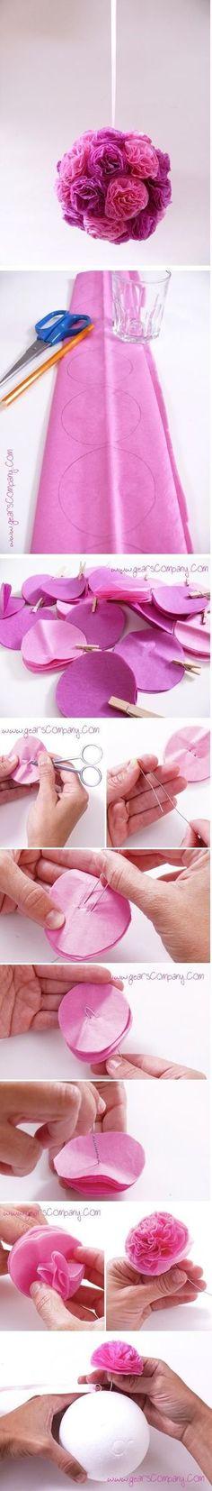 こちらは、ペーパーフラワーボールの作り方。発泡スチロールのボールに複数の花を取り付けられるように、ペーパーフラワー用の紙をコンパクトに丸く切っていきます。5枚ぐらい重ねて、真ん中を鉄の金具で留めましょう。ない場合は、クリップを分解して活用してみると良いでしょう。 後は、ボールが埋まるくらい花を作っていくだけ。