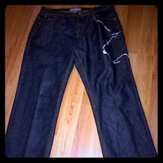 MENS!! ROCAWEAR JEANS SZ.(42/32)DISTRESSED!! GREAT PAIR OF JEANS. SUPER NICE. AND A GREAT PRICE. PRICE IS FIRM DUE TO HARD TO FIND SIZES. FAIR PRICE TOO!! Rocawear Jeans Boot Cut