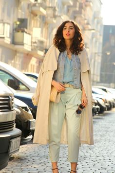Denim on Denim Classic Modern Retro Look // For more inspiration visit samieze.com * Berlin Fashion blog