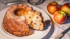 Pod názvem třená bábovka si leckdo vybaví mramorovanou klasiku našich babiček. Ačkoliv ta rozhodně patří mezi největší dobroty imého dětství, připravila jsem ji tentokrát úplně jinak, apřitom stejně chutnou, vláčnou ajemnou. Apozor, je pěkně sladká! French Toast, Breakfast, Food, Diet, Morning Coffee, Essen, Meals, Yemek, Eten