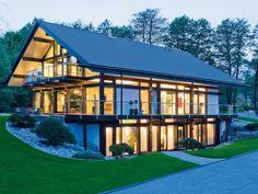 Полностью стеклянный фасад смотрится очень эффектно и изысканно