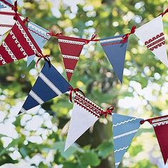 Card bunting tutorial by Katherine Jewitt.