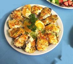 Oysters Supreme with Crab and Avocado, a recipe from John Doyle of Sydney, Australia on the Worldwide Gourmet Oyster Recipes, Cajun Recipes, Seafood Recipes, Appetizer Recipes, Cajun Food, Appetizers, Fish Dishes, Seafood Dishes, Fish And Seafood
