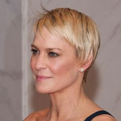 "CUT: It's an asymmetrical crop, which means it has less weight—or hair—on one side. ""Her right side is around three inches shorter than her left,"" says Robin Wright's hairstylist Paul Norton, who cuts her hair with scissors."