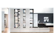 Meuble Bibliothèque - Paris. Cette bibliothèque bicolore est astucieuse : composée d'espaces ouverts et fermés configurés selon vos envies, elle est conçue pour exposer et ranger tout en simplicité grâce à des portes coulissantes. Entièrement sur-mesure, elle s'adapte à tous les intérieurs.