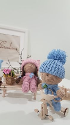 """Sara Creations - crochet toys & wooden handmade things - colectia """" Little ones """" Jucarii crosetate & accesorii lemn handmade - colectia """" Little ones """" Crochet Toys, Little Ones, Hats, Blog, Handmade, Embroidery, Hand Made, Hat, Blogging"""