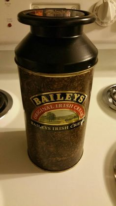 Check out this item in my Etsy shop https://www.etsy.com/listing/240946197/baileys-irish-cream-collectable-tin