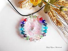 Ciondolo cerchio in cristallo multicolore con fiore rosa fatto con tecnica Sospeso Trasparente di LadyBijouxHandmade su Etsy
